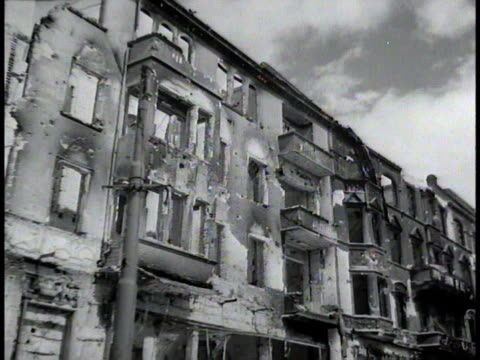 vídeos de stock, filmes e b-roll de demolished buildings / berlin germany - 1945