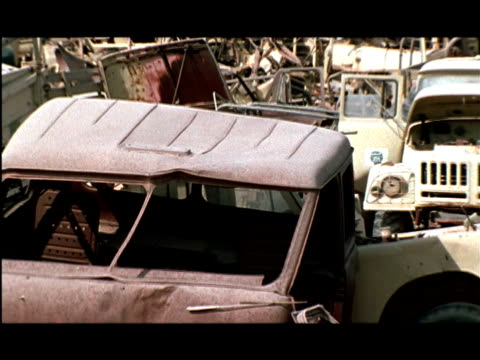 cu, pan, demolished military vehicles abandoned in desert, kuwait - 全壊点の映像素材/bロール