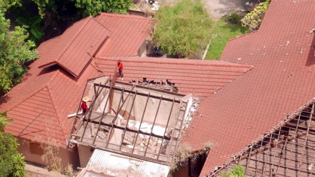 abbrucharbeiten house - wiederaufbau stock-videos und b-roll-filmmaterial