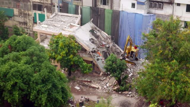 vidéos et rushes de de démolition house - destruction