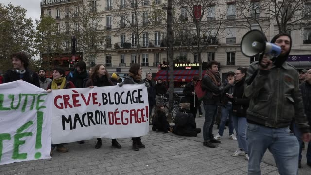 vidéos et rushes de demonstration against unemployment and precariousness at the call of several unions including the cgt in paris on december 7 2019 in paris france - isore vincent