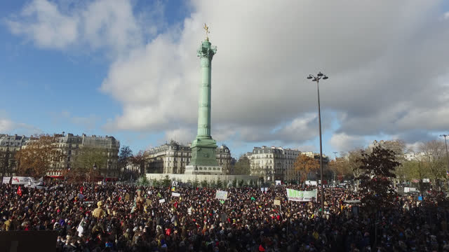 vidéos et rushes de demonstration at place de la bastille to protest against measures to cease their activities by the government during the coronavirus epidemic on... - french culture