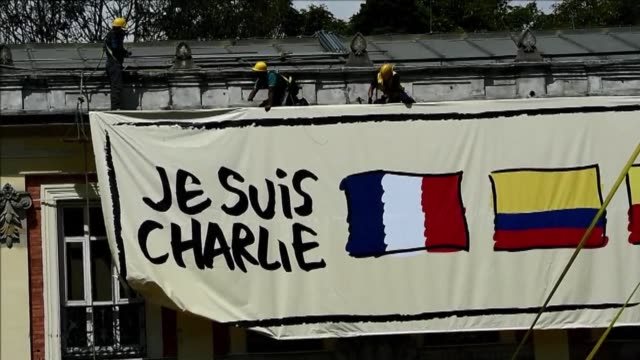 demonstration in bogotas bolivar square wednesday commemorated the people slain in an attack on french satirical newspaper charlie hebdo - satira video stock e b–roll