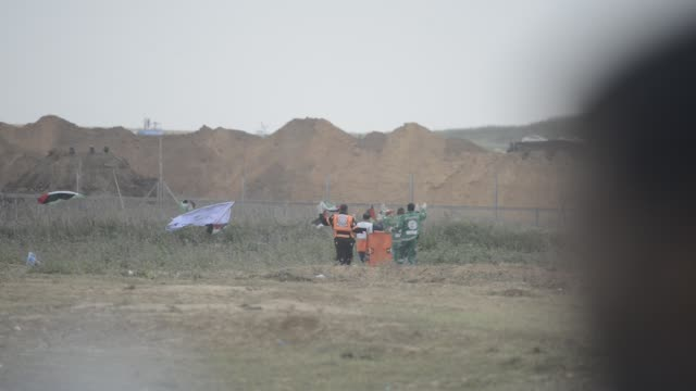 demonstration near the border with israel east of gaza city to commemorate land day, in gaza, palestine, on march 30, 2018. land day marks the... - 2018年ガザ地区国境抗議点の映像素材/bロール