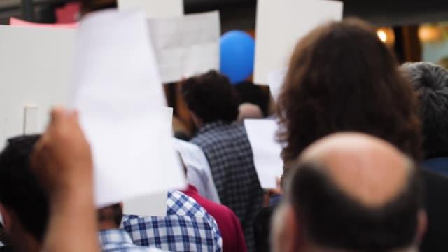 demonstration - zeitlupe - friedensdemonstration stock-videos und b-roll-filmmaterial