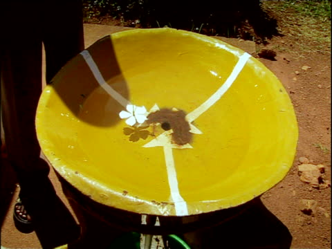 demonstration to perpetuate myth that water on equator spins neither clockwise or anti-clockwise when it drains uganda - {{asset.href}} stock-videos und b-roll-filmmaterial