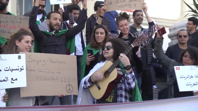 stockvideo's en b-roll-footage met demonstrations in tunisia take to streets of capital tunis on march 09 2019 to protest president abdel aziz bouteflika's bid to secure a fifth term... - tunesië