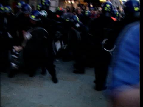 london anticapitalist protests aftermath lib riot police dragging away demonstrator graffiti on statue of sir winston churchill la graffiti covered... - sockel stock-videos und b-roll-filmmaterial