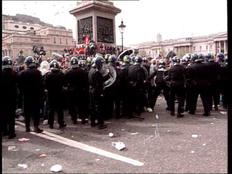 london anticapitalist protests aftermath demonstrations london anticapitalist protests aftermath lib police in riot gear confronting protestors in... - dragging stock videos & royalty-free footage