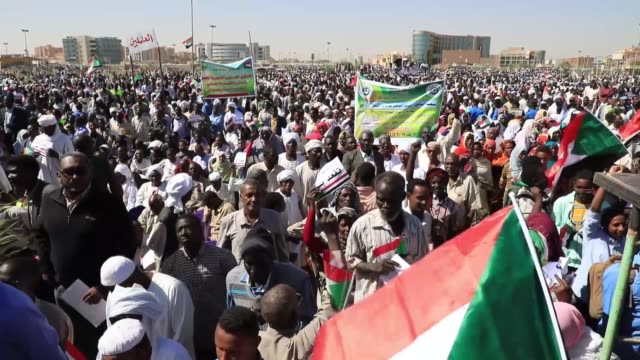 vídeos de stock, filmes e b-roll de demonstrations resumed in sudanese capital khartoum on wednesday hours after president omar albashir addressed the nation in a televised speech... - sudão