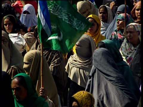 demonstrators carry signs and jamiat e islami flags and burn an indian flag in protest of indian prime minister atal bihari vajpayee's visit to... - religiöse kleidung stock-videos und b-roll-filmmaterial