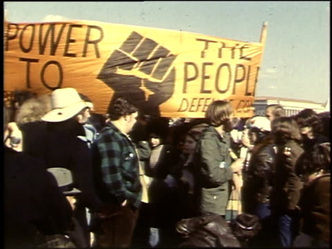 demonstrators carrying banners and socialist flag / washington dc united states - 1969年点の映像素材/bロール