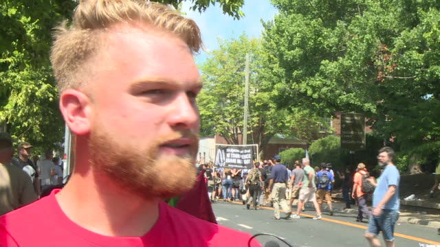"""vidéos et rushes de wtvr demonstrators clashed on the streets of charlottesville ahead of the """"unite the right"""" rally on aug 12 2017 as white nationalists and other... - drapeau des confédérés"""