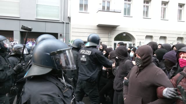 demonstrators face police officers outside liebigstrasse 34, also known as liebig34, during the eviction of its residents on october 09, 2020 in... - links platz stock-videos und b-roll-filmmaterial