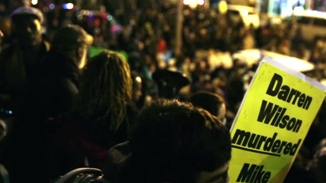 vídeos de stock, filmes e b-roll de demonstrators gather outside the national portrait gallery after the rally is over november 25 washington dc hundreds of demonstrators gather at mt... - entertainment occupation