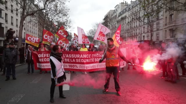 vidéos et rushes de demonstrators hold smoke bombs during a demonstration against unemployment and precariousness at the call of several unions including the cgt in... - isore vincent