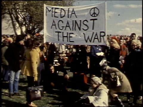 demonstrators holding a banner / washington d.c., united states - 1969 bildbanksvideor och videomaterial från bakom kulisserna