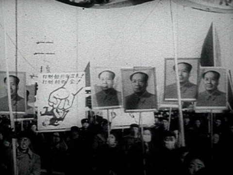 vídeos de stock e filmes b-roll de demonstrators holding mao's banners at street audio / beijing, pekin, peking, bei-jing, russia / china - 1969
