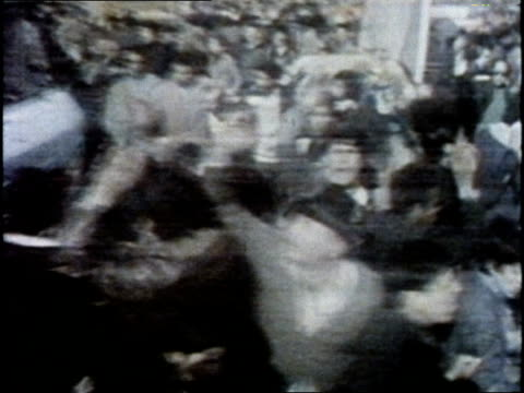 vidéos et rushes de demonstrators in iran celebrate the ouster of the shah and the return from exile of the ayatollah khomeini - 1979