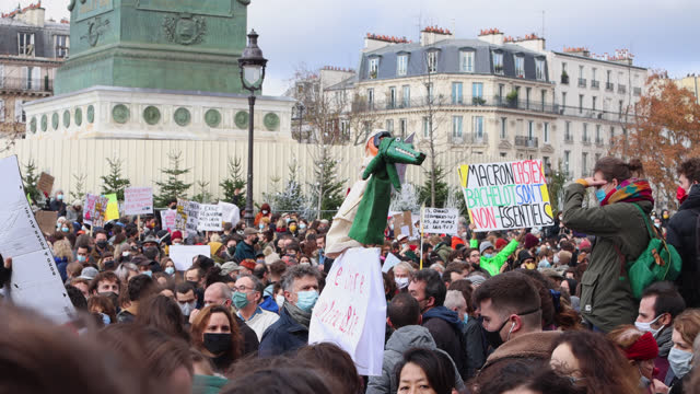 """vidéos et rushes de demonstrators in the cultural sector hold a sign """"the theater place of worship"""" with puppets during a demonstration in front of the opera bastille to... - french culture"""
