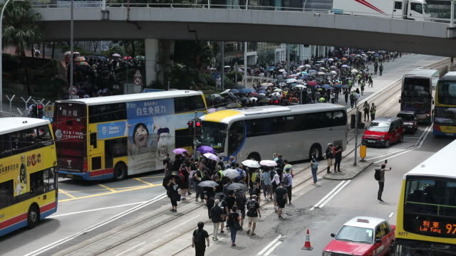 vídeos de stock, filmes e b-roll de demonstrators march at hennessy road during a protest in the wan chai district of hong kong china on saturday aug 31 2019 hong kong police used water... - wan chai
