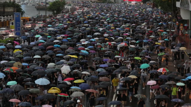 vídeos de stock, filmes e b-roll de demonstrators march during a protest in the causeway bay district of hong kong china on sunday august18 2019 - ilha de hong kong