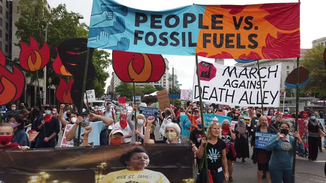 demonstrators march to the white house during the third of five days of civil disobedience during the 'climate chaos is happening now' protest on... - climate stock videos & royalty-free footage