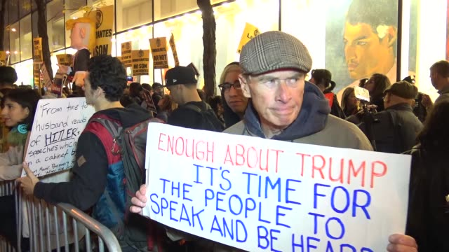 vidéos et rushes de demonstrators protesting outside of the nbc rainbow room on rockefeller plaza / the answer coalition and the nys youth leadership council sponsored a... - nbcuniversal