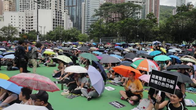 vídeos de stock, filmes e b-roll de demonstrators sitting during hong kong protests at victoria park hong kong china on sunday aug 11 2019 - ilha de hong kong