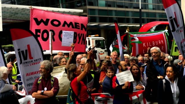 demonstrators take part in protests outside a meeting of the national executive of britains labour party on september 4, 2018 in london, england.... - jeremy corbyn stock videos & royalty-free footage