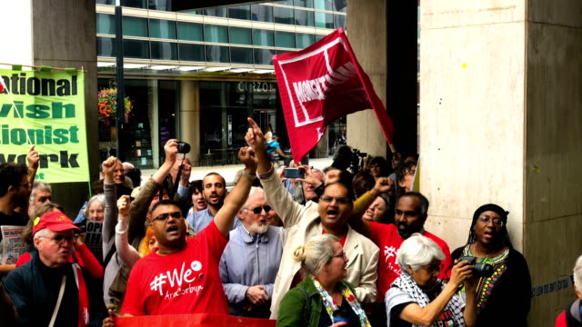 demonstrators take part in protests outside a meeting of the national executive of britains labour party on september 4 2018 in london england... - 労働党点の映像素材/bロール