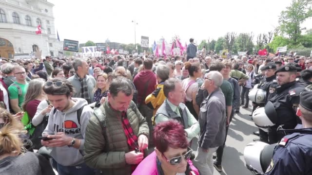 AUT: People demonstrate in Vienna after vice-chancellor resigns