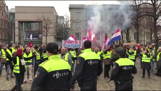 vídeos de stock, filmes e b-roll de demonstrators wearing yellow vests stage a protest in the hague on december 29 2018 the yellow vests in netherlands protested government policies on... - vest