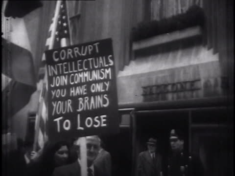 demonstrators with anticommunist placards - anti comunista video stock e b–roll