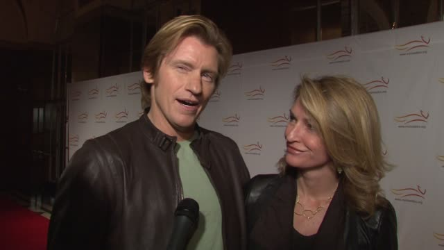 vídeos de stock, filmes e b-roll de denis leary and wife ann lembeck joking about how he hates michael since he won an emmy on his show rescue me supporting michael at the 'a funny... - rescue me
