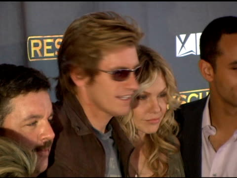 vídeos de stock, filmes e b-roll de denis leary andrea roth and cast of 'rescue me' at the season 3 new york premiere screening of 'rescue me' at the ziegfeld theatre in new york new... - rescue me