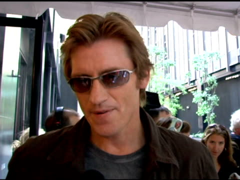 vídeos de stock, filmes e b-roll de denis leary discusses his inspiration for the story line on how talented his cast is and his feelings towards them on how guest like susan sarandon... - rescue me
