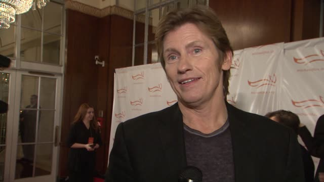 denis leary talks about his support of the event and jokes about pretending to be friends with elvis costello. he shares how mjf inspires him at a... - elvis costello stock-videos und b-roll-filmmaterial