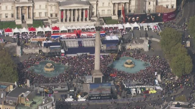 denise lewis inspires young british athletes lib / tx crowd gathered in trafalgar square to celebrate achievements of rio 2016 olympic and paralympic... - trafalgar square stock videos & royalty-free footage
