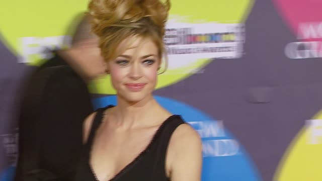 denise richards at the 2006 billboard music awards at the mgm grand hotel in las vegas nevada on december 4 2006 - mgm grand las vegas stock videos & royalty-free footage