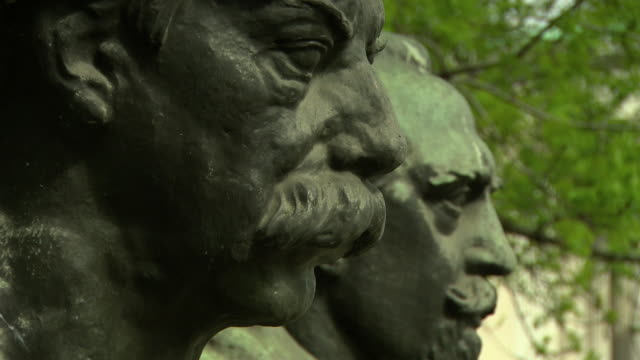denkmal der republic - republic monument in vienna close up - traditionally austrian stock videos & royalty-free footage