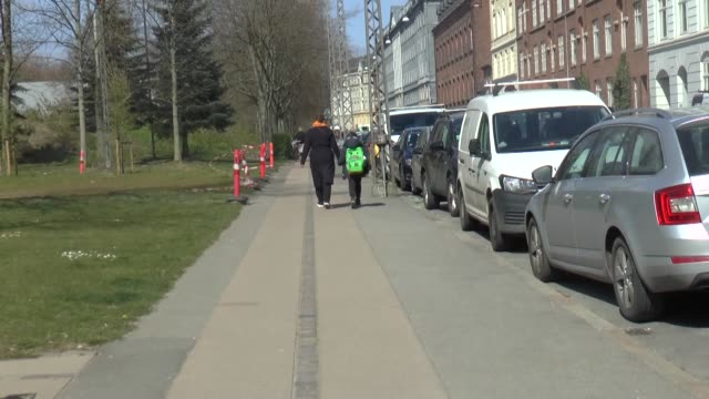denmark began reopening schools for younger children on wednesday after a monthlong closure to combat the novel coronavirus becoming the first... - danimarca video stock e b–roll