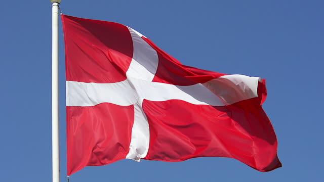 vídeos y material grabado en eventos de stock de cu slo mo denmark flag waving in wind / caen, normandy, france - danish flag