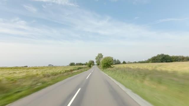 stockvideo's en b-roll-footage met denemarken lolland ik gesynchroniseerde serie vooraanzicht rijproces plaat - het uitzicht bewonderen