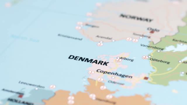 vídeos y material grabado en eventos de stock de europa dinamarca en mapa del mundo - oresund escandinavia