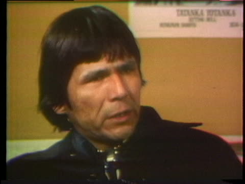 stockvideo's en b-roll-footage met dennis banks, co-founder of the american indian movement, discusses hostile police forces in south dakota during an interview. - zuid dakota