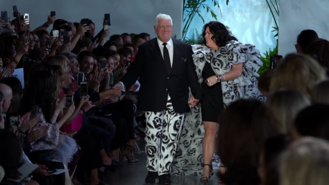 dennis basso and ashley longshore walk the runway september 2019 nyfw at gallery i at spring studios on september 11 2019 in new york city - september 2019 nyfw点の映像素材/bロール