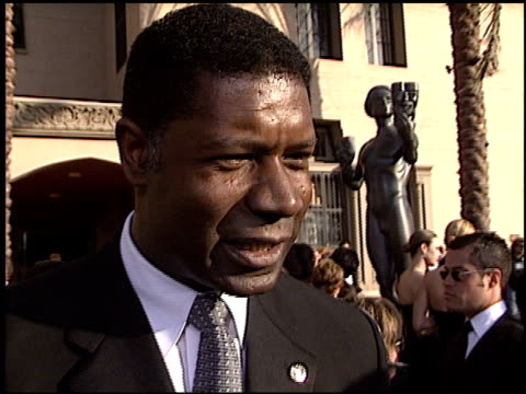 stockvideo's en b-roll-footage met dennis haysbert at the 2003 screen actors guild sag awards at the shrine auditorium in los angeles california on march 9 2003 - screen actors guild awards