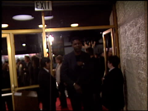 Dennis Haysbert at the Premiere of 'The Hours' on December 18 2002