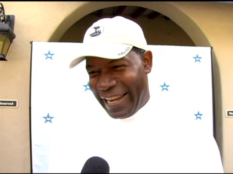 vídeos de stock e filmes b-roll de dennis haysbert on liking to play well, on what it means if your handicap is too low, on the celebrity he would most like to golf with at the golf... - golf